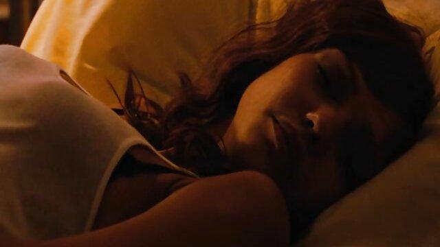 روسی, دانلود سینمایی سکس سکس روی تخت