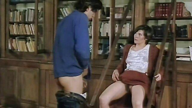ویکتوریا licks بیدمشک فیلم سینمایی ترسناک سکسی دوست او و fucks در dildo به او