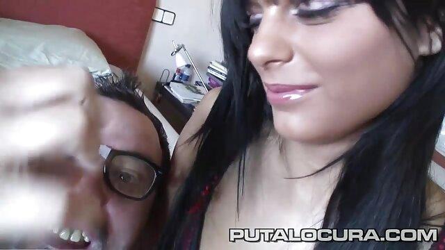 ماساژ دهنده سیاه و سفید فیلم سینمایی سکسی رایگان به طور فعال ضربه مشتری خود را با یک فالوس
