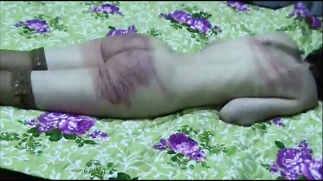 دختر از licks بیدمشک و عاشقانه fucks در سبزه داغ در فیلم سینمایی پورن دار صفحه اصلی پورنو
