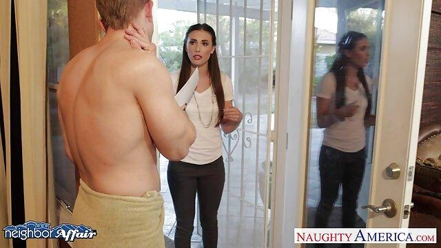 ناتاشا undresses در سکسی فیلم سینمایی مقابل وب کم