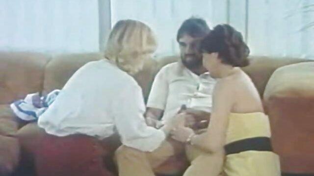 همسر قطعه قطعه دیک شوهرش و نشسته بهترین فیلم های سینمایی سکسی بر روی آن