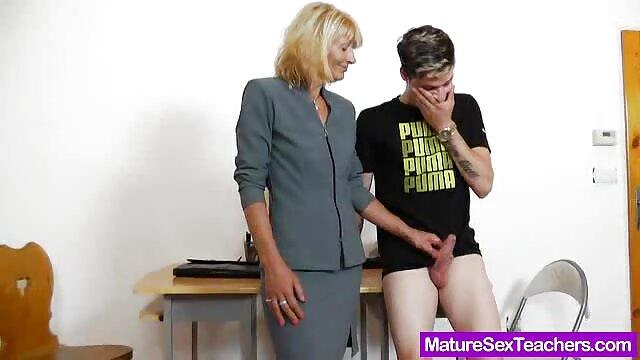 سه لزبین قرار داده و در فیلم سینمایی سکسی اسپارتاکوس یک رابطه جنسی فوق العاده بر روی میز