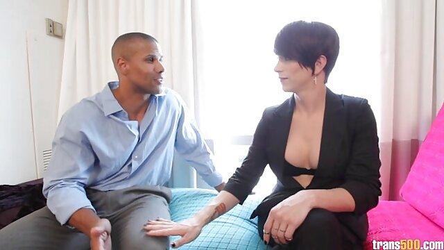سبزه با dildo می خواهد به دانستن آنچه در آن سکس سینمائی احساس می کند مانند در هنگام رابطه جنسی