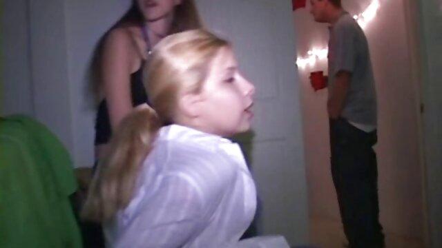 بلند و باریک زن می درخشد با دختران دانلودفيلم سينمايي سكسي کوچک