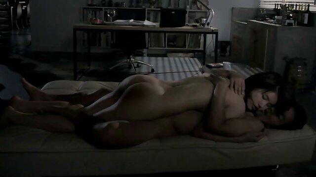 لزبین در لباس شنای زنانه دوتکه نوشید شامپاین و تا به فیلم سینمایی حشری حال رابطه جنسی در 69 موقعیت