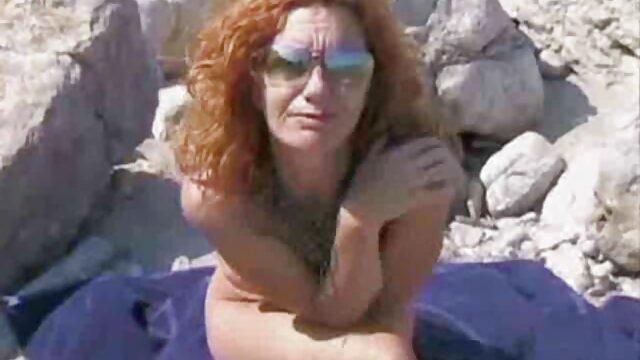 سگ ماده با سایت سینمایی سکسی موهای قرمز fucks در وسیله ارتعاش و نوسان در بیدمشک او و cums در مقابل دوربین