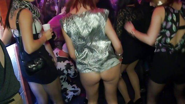 پورنو واقعی ضبط دانلود فیلم های سکسی سینمایی با یک خانم بلوند زیبا