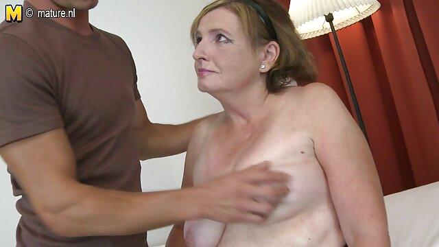 یک زن زیبا طول می کشد خاموش تمام لباس های دانلود فیلمهای سینمایی نیمه سکسی خود را و به شمار prettily در, عاشقانه