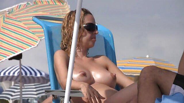 دختر با عینک fucks فیلم سینمایی سکس رایگان در دوست دختر خود را در آشپزخانه