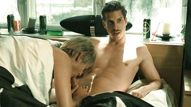 نوجوان برهنه آلنا به فیلم سینمایی سکسی کم حجم او بی قرار شریک