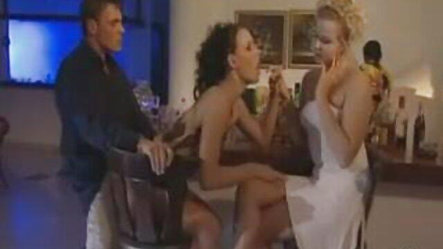 در لباس زیر زنانه سیاه و دانلود رایگان فیلم سکسی سینمایی سفید نظافت