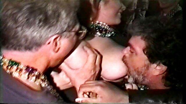 ورزش ها می داند که چگونه به استفاده از بدن سکسی او, می دهد اوج لذت جنسی به یک مرد فیلم سینمایی سکسی کم حجم و خودش را پس از ماساژ