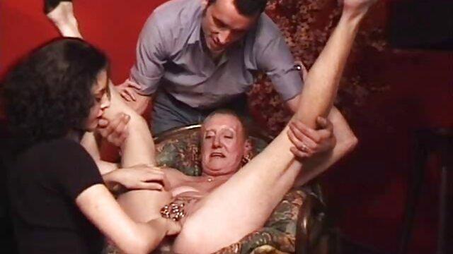 دو روسپیان به زیبایی با دهان خود کار فیلم های سینمایی سکسی خارجی می کرد