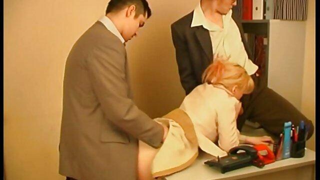 شلخته دارای موی دانلود فیلم پورن سینمایی سرخ در لباس زیر زنانه سیاه و سفید انگشت بیدمشک در مقابل وب کم