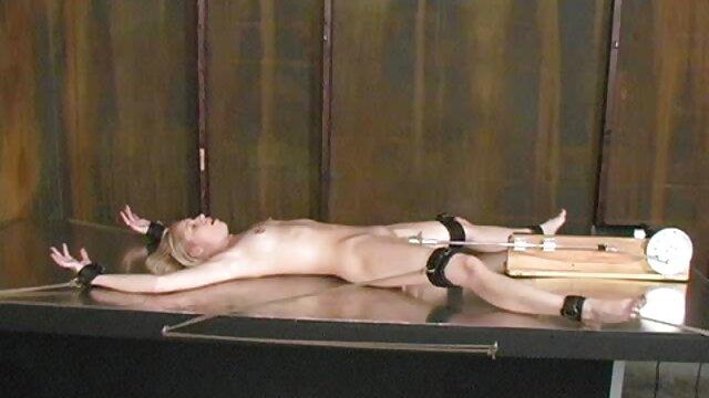 یک نگهبان قدرتمند زندان سایت های فیلم سینمایی سکسی همجنسگرا الاغ خود را تحت فالوس عظیم یک زندانی قرار داده است